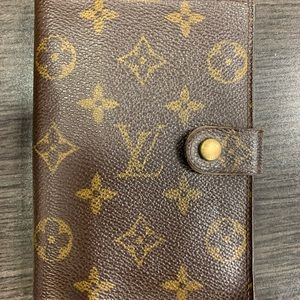 Louis Vuitton agenda purchased 2013 not used since